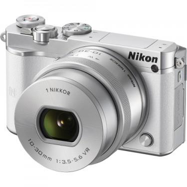 Nikon 1 J5 + 10-30mm f3.5-5.6 White  + GARANZIA 2 ANNI ASSISTENZA IN ITALIA +