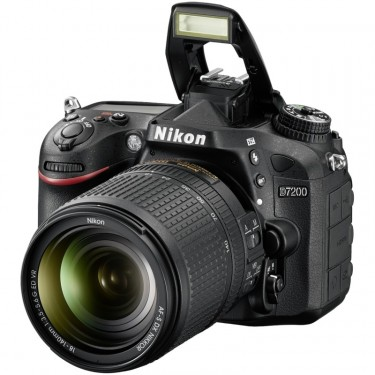 Fotocamera D7200 Kit 18-140mm + GARANZIA 2 ANNI ASSISTENZA IN ITALIA +