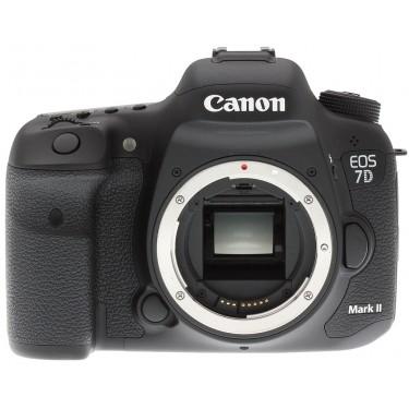Fotocamera EOS 7D Mark II Body + GARANZIA 2 ANNI ASSISTENZA IN ITALIA +